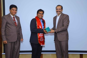 Photo : Dr. Rahul Kulkarni felicitated by President of IMA Pune Dr. Sanjay Patil